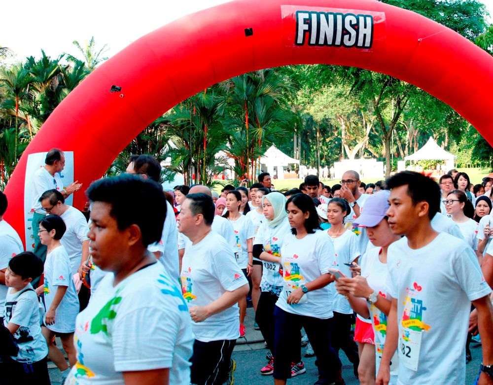 1,380 Participants flagged off at the starting line for the 4.7km fun run for charity
